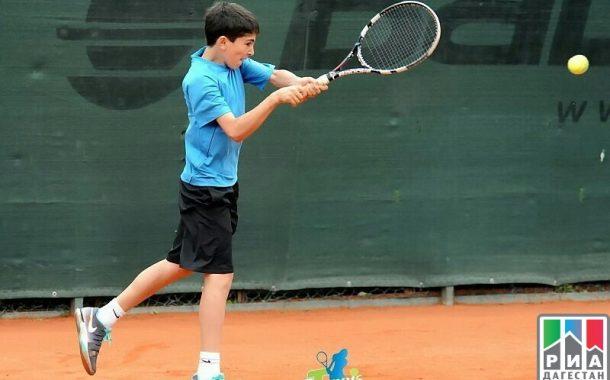 Теннисист из Дагестана выиграл турнир серии юниорского Европейского тура
