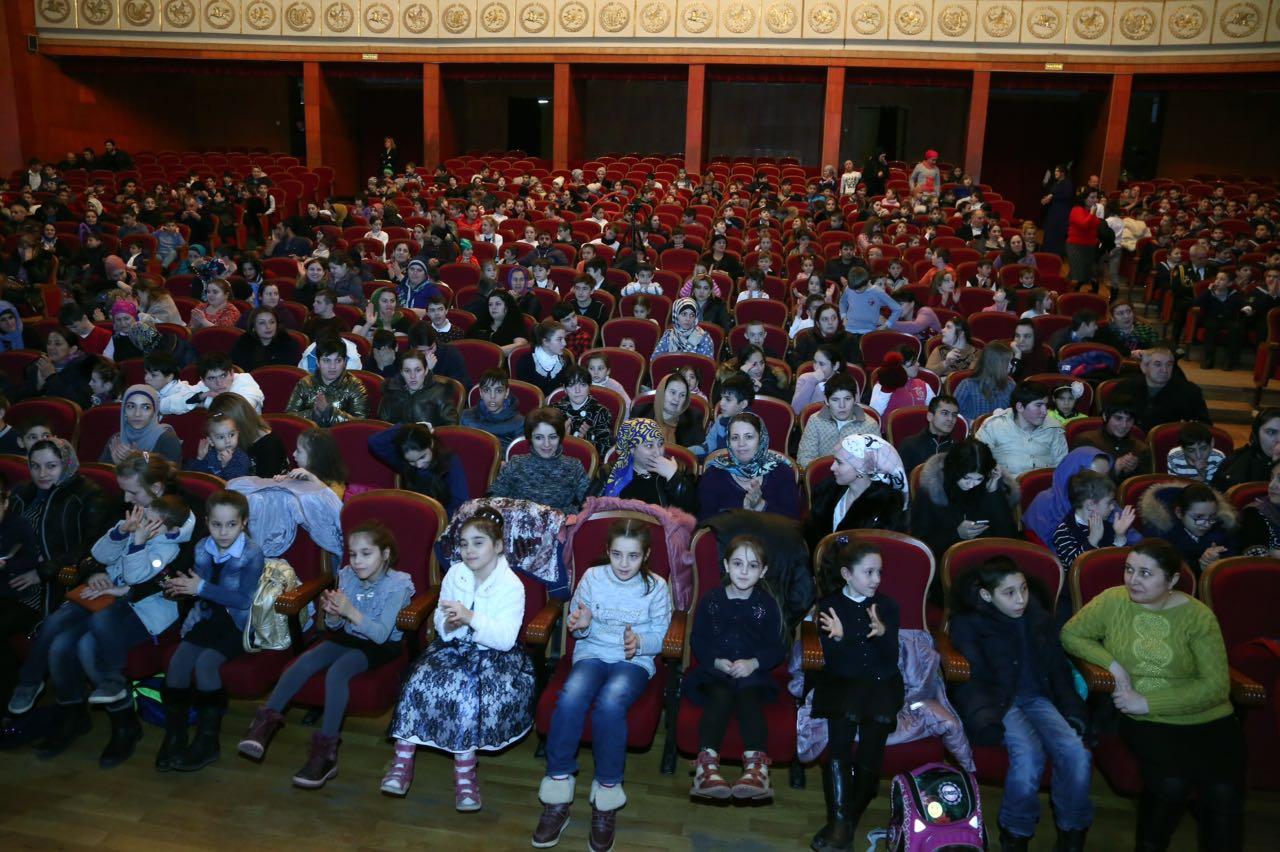 Активисты ОНФ в Дагестане провели акцию «Новогоднее чудо» для воспитанников детских домов и интернатов
