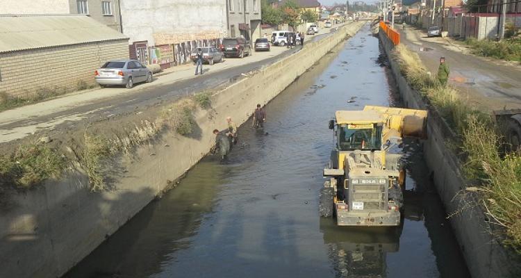 В Махачкале снова принялись за очистку канала им. Октябрьской революции
