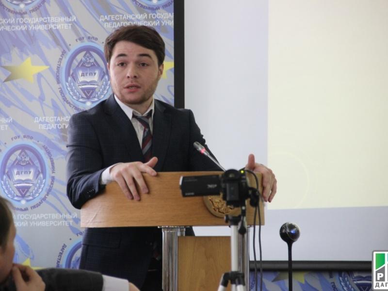 Представитель Дагкомрелигии провел лекцию для муниципальных служащих республики